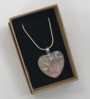 Pink crystal & shell small heart pendant.