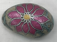 Hand painted bright pink flower and leaf design message stone with display stand