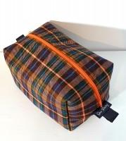 Box wash bag - brown/orange tartan